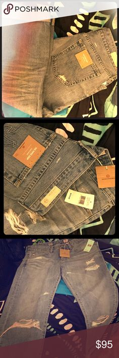 Adriano Goldschmeid boyfriend style jeans Brand new, never worn, boyfriend style jeans made by the one and only Adriano Goldschmied! Made in the USA 🇺🇸 baby and with this designer, you get what u pay for! I lost some weight so these don't fit me anymore. They need a good home! Retail $215!!! Make me offers please!! AG Adriano Goldschmied Jeans Boyfriend