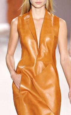 Akris + tan me hide Leather And Lace, Cocktail Gowns, Leather Dresses, Leather Design, Fashion 2020, A Boutique, Fashion Outfits, Womens Fashion, Leather Fashion
