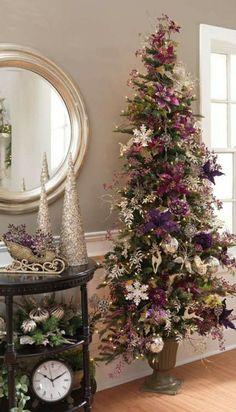 lila festliche Girlande Sterne Blumen Wohnzimmer