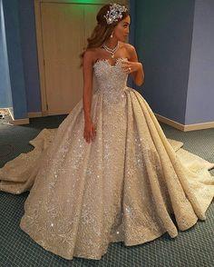 Cette Mariée Libanaise Voulait Quelque Chose de Spécial, Alors Elle a Choisi une Robe en Forme de Coeur