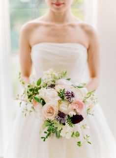 Romantic white + berry hued bouquet: http://www.stylemepretty.com/2016/05/25/rich-berry-shades-make-this-wedding-palette-pop/ | Photography: Rebecca Yale - http://www.rebeccayalephotography.com/