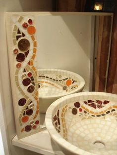 Juego de espejo y bacha con venecitas - Escaparate Córdoba. Mosaic bathroom snick and mosaic mirror frame..really love this
