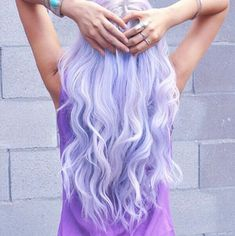 Dye your hair simple & easy to lilac hair color - temporarily use lilac hair dye to achieve brilliant results! DIY your hair lilac with hair chalk Light Purple Hair, Lilac Hair, Pastel Hair, Pastel Purple, Lavender Hair Colors, Neon Hair, Pastel Goth, Light Blue, Hair Dye Colors