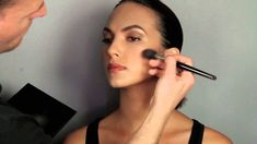 Featuring 6 perfectly crafted highlighting and contouring powders for sculpting and defining your features, watch now to see how to use Anastasia Beverly Hil...
