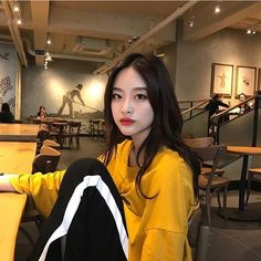 Korean Fashion Trends you can Steal – Designer Fashion Tips Ulzzang Korean Girl, Cute Korean Girl, Asian Girl, Ulzzang Style, Korean Aesthetic, Aesthetic Girl, Ulzzang Fashion, K Fashion, Uzzlang Girl