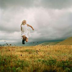 best photos 2 share: Beautiful Photographs for Spring Inspiration Ellen Kooi Centre Des Arts, Poses, Sr1, Jumping For Joy, Paris Photos, Portraits, Wild And Free, Picasso, Make Me Smile