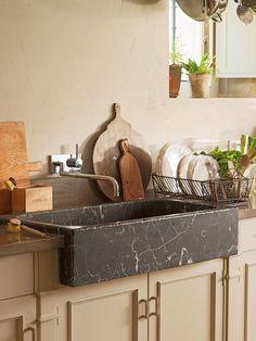 Fregadero, tablas de cocina y secaplatos Kitchen Interior, Kitchen Design, Kitchen Ideas, Casa Magnolia, House Entrance, Tidy Up, Cuisines Design, Double Vanity, Beautiful Homes