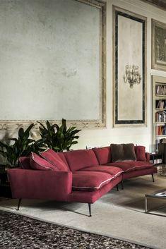 Modern Italian Linen Designer Sofa at Juliettes Interiors. Sofa Furniture, Luxury Furniture, Modern Furniture, Furniture Design, Plywood Furniture, Italian Interior Design, Contemporary Interior Design, Contemporary Living, Design Café