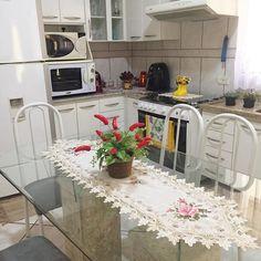 Voltando para o trabalho mas a cozinha e a casa permanece limpa e organizada. . Seguindo a rotina hoje o foco são as roupas para passar #oremos para que o ânimo não vá embora  . Uma excelente tarde para nós  . . . #decasalimpa #cozinha #cozinhalimpa #donacasa #home #casa #decor #boatarde #vidareal