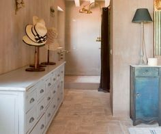 25 Ideas To Use Hats In Interior Decorating