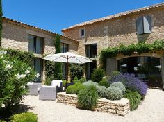 à Bonnieux, FR. In the Golden Triangle of Natural Park of Luberon (Provence), 17th century farm house recently renovated by renowned architect. The landscaped French gardens host a 18m-long heated swimming pool, an orchard, and a petanque (bowls) pitch.