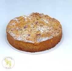 Ce gâteau est composé d'un biscuit amandier garni de morceaux de pêches et de framboises recouverts de crumble amande. Un gâteau à la fois gourmand et fruité idéal pour le goûter. Biscuits, Banana Bread, French Toast, Muffin, Blog, Cakes, Breakfast, Circles, Dessert Recipes