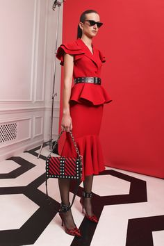 Michael Kors Collection Resort 2020 Fashion Show - Vogue Fashion Mode, Red Fashion, Fashion 2020, Runway Fashion, High Fashion, Fashion Outfits, Womens Fashion, Fashion Trends, Fashion Online