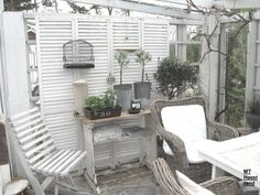 Garden Room, Conservatory with grey wicker chairs -- Det mysiga Heestrand