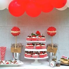 Canada Day Decor- Love this! Candy Topiary, Happy Birthday Canada, Candy Display, Display Ideas, Canada Day Party, Canadian Beer, Balloon Banner, O Canada, Holiday Fun