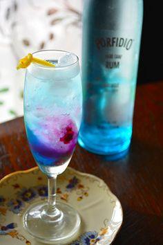 Rum Cocktail 夏の太陽が沈んだ空のグラデーションカラー ラム&ベリーサワー|レシピブログ