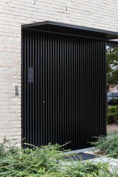 Residential Architecture, Architecture Design, Home Interior Design, Exterior Design, Door Dividers, Window Grill Design, House Front Door, Modern Pergola, Architectural Features