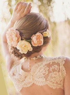 Свадебные прически с цветами: 50 фото причесок с цветами
