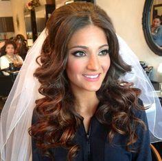 Natural and romantic bride, hair down and veil, soft makeup @Houda Karaki Karaki Chadli Arahmani