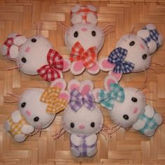 Felt bunny pins, love the little bows! Can't make these this year but...