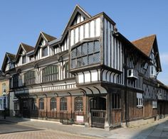 front-view-of-tudor-house.633.527.s.jpg (633×527)