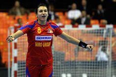 Cristina Is A Living Legend Handball Players, Living Legends, Instagram Posts, Sports, Mai, Arctic, Club, Hs Sports, Sport