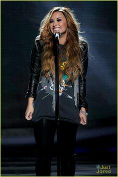 Demi Lavato's awesome smile!!! :D
