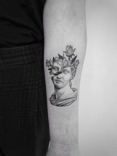 sculpture tattoo minimalist Blooming Thoughts ontdekt door IM NOT A UNICORN - Blooming Thoughts ontdekt door I . Mini Tattoos, New Tattoos, Body Art Tattoos, Small Tattoos, Cool Tattoos, Joy Tattoo, Badass Tattoos, Tatoos, Statue Tattoo
