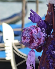 Венецианский карнавал в отражениях  все эти дни самые свежие фотографии с карнавала 2018 специально для вас  . . #гидввенеции #гидпоиталии #венеция #венецияпрекрасна #карнавал #карнавалвенеции #фотографввенеции #венецианскийкостюм #костюмнакарнавал #маска #венецианскийбал #венециялюбовьмоя #венецианскаямаска #карнавалввенеции #carnevalevenezia #venezia #carnivalofvenice #masks #lovelyvenice #loves_united_venice #italiainunoscatto #instavenice #meetingvenice