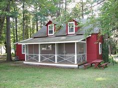 Screened porch on an Amish looking house   http://imagesus.homeaway.com/vd2/files/WVR/400x300/s7/3047724/263938_1256690141925.jpg
