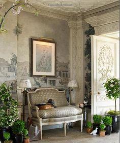 Fifth Avenue Style: A Designer's New York Apartment: Howard Slatkin, Tria Giovan: 9780865652897: Amazon.com: Books