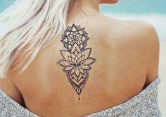 tatouage de femme tatouage fleur de lotus noir et gris. Black Bedroom Furniture Sets. Home Design Ideas