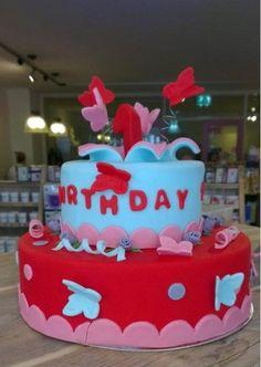 Mijn taart, hij staat in de leukste taartenshop in de winkel!!