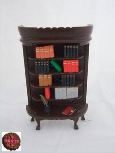 Libreria in legno con libri in pasta polimerica e resina in scala 1:12