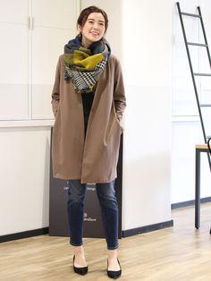 リバーシブルで使えるチェック柄スカーフは、大判でちょっと寒い日の羽織としても大活躍!  大きなブロッ