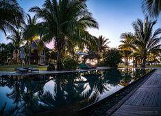 Dinarobin Beachcomber Golf & Spa Resort – ein kleines Fleckchen Paradies auf Mauritius  #Mauritius #Dinarobin #beach Mauritius, Strand Resort, Golfer, White Sand Beach, Spa, Vacation, Ocean, Paradise, Places