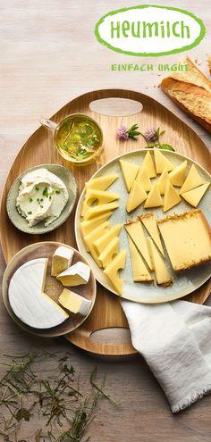 Milde Sorten und feine Würze versprechen einen gelungenen Start in den Tag. Camembert Cheese, Brunch, Dairy, Food, Hay, Milk, Simple, Essen, Eten