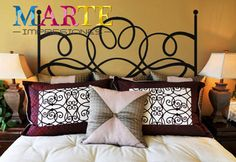 ¡Llena tu habitación de vida con un bonito cabecero de cama! Decora tu cama de una forma muy original con vinilos decorativos. Presupuesto sin compromiso en el 91 819 10 17. #marteimpresiones #vinilosdecorativos #cabeceros #decoracióndelhogar