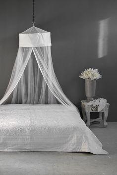 Valko-harmaa makuuhuone  Bedroom white - gray