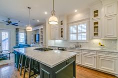 441 St A Houston, TX Photo Gourmet Kitchen Features Over Sized Island With  Seating, Marble Countertops And Backsplash!