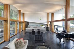 Unexpected Cantilevered Roof of the Ridge House in British Columbia, Canada | Home Design Lover