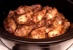 Klibbiga Kycklingklubbor i Crock-Pot Crockpot Recepies, Easy Bake Oven, Lchf, Chicken Wings, Slow Cooker, Sausage, Food And Drink, Meat, Baking