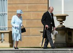 Queen Elizabeth II Photos Photos - Garden Party at Buckingham Palace - Zimbio