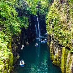 Does the perfect place really does exist? Do the most mesmerizing waterfalls exist? Well Takachiho Gorge (高千穂峡) in the lushMiyazaki Prefecture of Kyushu will make you want to put all your travel plans on hold, and book a ticket to straight to Japan! Click on the gallery link above and decide for yourself! Nestled in…