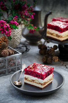 Tiramisu z malinami Muffin Recipes, Cookie Recipes, Dessert Recipes, British Cake, Vegan Scones, Scones Ingredients, Polish Recipes, Tiramisu, Pumpkin Cheesecake
