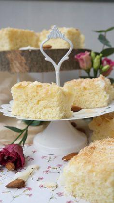 Wer A sagt, muss auch B(uttermilchkuchen) sagen. Dieser super einfache und extrem fluffige #Buttermilchkuchen vom Blech macht in Windeseile viele Schleckermäuler glücklich. Ob Ihr den Belag aus #Kokos oder #Mandeln wählt, bleibt Euch überlassen. Guten Appetit! #Annibackt #Blechkuchen Pampered Chef, Sweet Cakes, Healthy Baking, No Bake Desserts, Cake Cookies, Eat Cake, Vanilla Cake, Sweet Recipes, Bakery