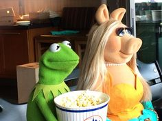 Moi and Kermie Kermit And Miss Piggy, Kermit The Frog, Jim Henson, Miss Piggy Quotes, The Muppets Characters, Sapo Kermit, Sapo Meme, Custom Puppets, Fraggle Rock