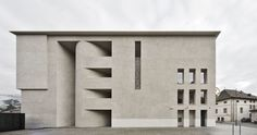 Höller & Klotzner Architekten / Sede Principale della Cassa Raiffeisen di Lana