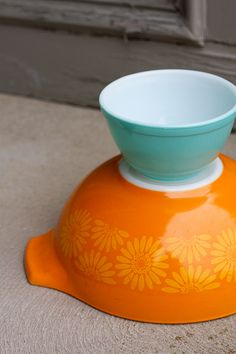 orange and aqua make me smile :) I have that orange pirex bowl, used to be my grandmothers. :)