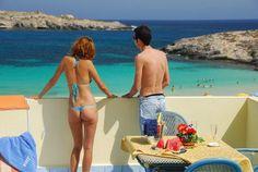 Baia Turschese l'infinito azzurro di Lampedusa, dal mare al cielo, di fronte alla Guitgia!